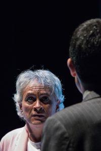 """Descargar fotografía de Willy Méndez de frente y Felipe Cotelo de espalda en una escena del espectáculo """"Flechas del ángel del olvido""""."""